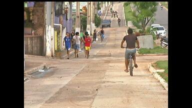 Moradores reclamam de serviços feitos na ciclovia da Avenida Fernando Guilhon - De acordo com o secretário de infraestrutura de Santarém, após o término das obras na avenida, a ciclovia será asfaltada.