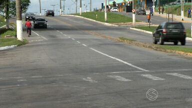 Moradores estão preocupados com acidentes em estrada de Resende, RJ - Eles pedem medidas para reduzir riscos no trânsito na Avenida Darcy Ribeiro, a Resende-Riachuelo.