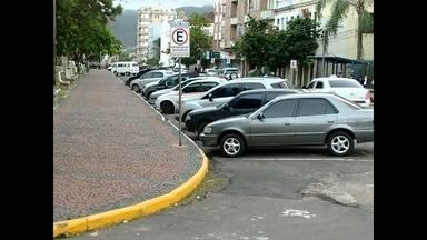 JA mostra a dificuldade para estacionar em Santa Maria - Nas ruas, faltam vagas para os carros.