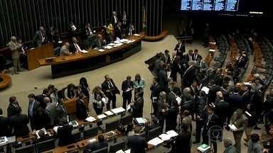 Governo adia para sexta (22) o anúncio do corte bilionário no orçamento - O governo adiou para sexta-feira (22) o anúncio do corte bilionário no orçamento porque o Senado não votou as medidas do ajuste fiscal. Esse é o tema do comentário de Heraldo Pereira.