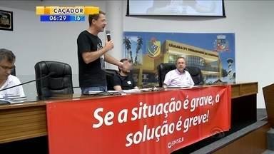 Servidores de Joinville aprovam estado de greve por unanimidade - Servidores de Joinville aprovam estado de greve por unanimidade