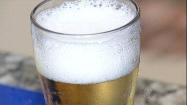 Pesquisa mostra aumento do consumo de bebidas alcoólicas por mulheres - No Centro-Oeste a quantidade cresceu 70%. Estudo mostra que brasileiro consome em média 8 litros de bebidas alcoólicas por ano, dois litros a mais que a média mundial