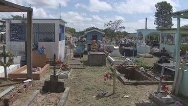 Faltam espaços para novos sepultamentos no cemitério de Santana - O cemitério de Santana está sem espaço pra novos sepultamentos. E falta área no município pra abertura de um novo cemitério. A prefeitura está negociando o uso de uma área na zona rural do município.