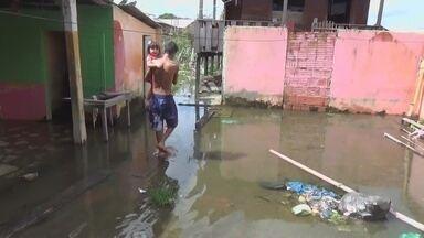 Cheia do Rio Amazonas afeta cidade de Parintins, no AM - Faltam apenas 38 centímetros para alcançar a cheia histórica de 2009.