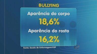 Pesquisa da USP aponta que 20% dos adolescentes já praticaram bullying - A pesquisa realizado pela Escola de Enfermagem da USP de Ribeirão Preto (SP) mostra também que metade dos alunos que praticaram bullying não sabe explicar porque foram agressivos com os colegas.