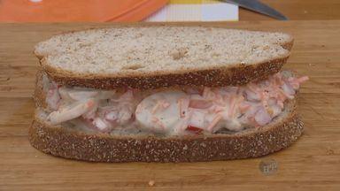 'Prato Feito' ensina receita de sanduíche vegetariano - Nesta quinta-feira (21), Fernando Kassab ensina uma receita de sanduíche vegetariano.