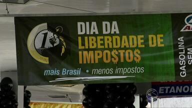 Gasolina sem imposto movimenta postos de combustíveis do Sul do Rio - Hoje em todo o país, está sendo realizado o Dia da Liberdade de Impostos; sem o tributo, litro ficou 53% mais barato.