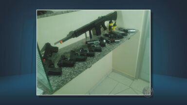 Adolescentes são presos após roubo a loja de pesca em Limeira, SP - O roubo aconteceu na noite desta segunda-feira (25), no Centro de Limeira (SP). Eles levaram várias armas de pressão que imitam as verdadeiras.
