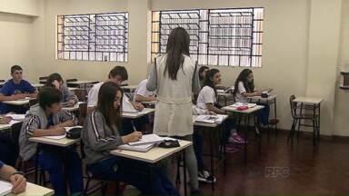 Cansados de esperar pela volta ás aulas, pais decidem apertar o orçamento - Estão transferindo os filhos para escolas particulares