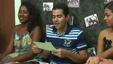Professora e ex-alunos se reúnem para abrir cartas escritas há cinco anos - Repórter Gabriela Lian acompanha reencontro de professora e ex-alunos em Aracaju