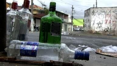 Um jovem morre e três rapazes são feridos em 'pancadão' no Campo Limpo - Os moradores dizem que a violência é comum nessas festas de rua que ocorrem no bairro.