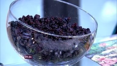 Comer uva passa calmamente é um ótimo exercício para manter a consciência plena - 'Essa prática deve ser levada para todas as experiências da nossa vida', diz Zeca Camargo