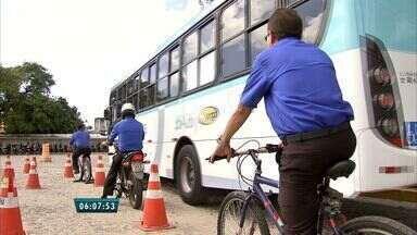 Empresas de ônibus tentam melhora o convívio entre motoristas e ciclistas - Em Fortaleza, treinamento acontece durante o dia a dia do motorista.