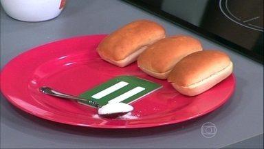 Açúcar está oculto em muitos alimentos industrializados - A nutricionista Camila Freitas ressalta que a recomendação do Ministério da Saúde é priorizar os alimentos caseiros, principalmente para crianças pequenas.