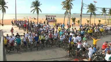 Ciclistas de João Pessoa fazem manifestação pedindo segurança no trânsito - Os ciclistas fizeram um abaixo assinado que será entregue às autoridades de trânsito.