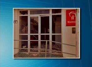 Bandidos explodem caixa eletrônico e atiram em viatura em Brejinho, Sertão - Sede do destacamento da Polícia Militar também foi atingida pelos disparos.