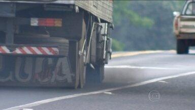 Falta de aditivo obrigatório aumenta poluição emitida por ônibus e caminhões - o Conama exige desde 2012 que seja injetado no sistema de escapamento de caminhões e ônibus um aditivo simples chamado Arla 32, que é a base de ureia. Com esse produto, os índices de poluição caem pela metade.