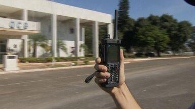Polícia Militar moderniza a comunicação com rádios digitais - Tecnologia de ponta que veio da Europa para o DF. A ideia é que a partir de outubro, os policiais comecem a operar o novo equipamento.