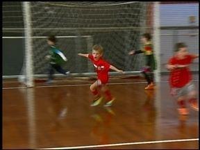 Atlântico conta com apoio das crianças para voltar a vencer - Os pequenos ajudam na motivação do time. O galo enfrenta na noite desta segunda-feira (1) o Orlândia no interior de São Paulo.