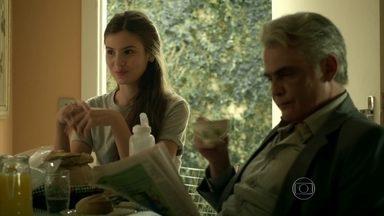 Arlete conta para os pais quer ir para São Paulo ser modelo - Carolina diz que ela precisa estudar primeiro. Angel não gosta dos argumentos de sua mãe e acaba ficando nervosa