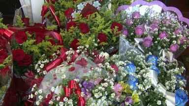 Dias dos namorados movimenta shoppings e floriculturas - Aumentou as vendas de flores nas cidades da região.