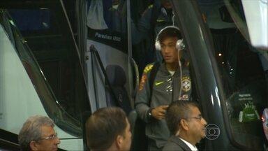 Seleção já chegou no Chile para se preparar para partida contra o Peru - A seleção brasileira já está em Temuco, no Chile, onde vai estrear no domingo (14), contra o Peru. O repórter Mauro Naves acompanhou a chegada dos brasileiros.