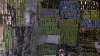 Apreendidas quase três toneladas de maconha na Vila Maria - A polícia foi até o galpão, na Rua Benedita Dornelas Claro, depois de uma denúncia anônima. A droga, que estava sendo descarregada, foi transportada em maio a grãos de soja. Onze pessoas foram presas em flagrante.