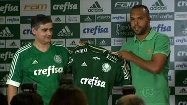 Alecsandro e apresentado como novo atacante do Palmeiras - Jogador declarou seu amor ao novo clube