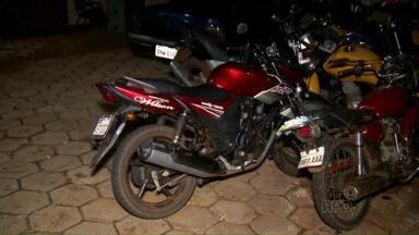 Ladrões roubam motocicleta e assaltam posto de combustíveis - Eles foram perseguidos pela polícia militar e um deles ficou ferido
