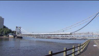 Prazo para abertura da Ponte Pênsil é adiado novamente - Mais uma vez, o prazo para a abertura da Ponte Pênsil, em São Vicente, foi adiado. A liberação do tráfego de veículos será somente em agosto deste ano e não mais no dia 17 deste mês, como estava previsto.