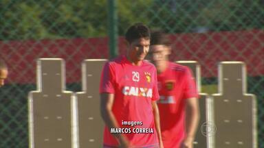 Firme na zaga do Sport, Durval não cometeu faltas no Brasileirão - Nos seis jogos da competição, zagueiro acertou o alvo em todas as disputas pela bola