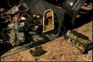 Dois são presos suspeitos de desmanche de carros em Divinópolis - Ferro velho funcionava de fachada, segundo a polícia.De acordo com delegado, as investigações vão continuar.