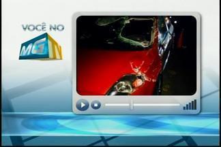 Carro capota e deixa um ferido na BR-262 em Nova Serrana - Vítima teve ferimentos leves segundo a polícia.