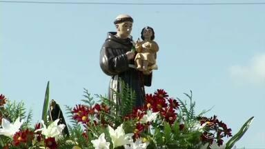 Dia de Santo Antônio é comemorado com cavalgada em Sapucaia, RJ - Além de conquistar devotos pela fama de casamenteiro, santo também é o padroeiro da cidade.