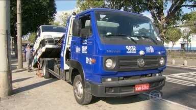 Fiscalização multa motoristas que descumpriram novas regras para circulação de vans no Rio - No primeiro dia de proibição para circulação de vans em parte da Zona Norte, Centro e Zona Sul, 17 motoristas foram multados. O valor da multa é de R$ 1.340.