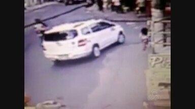 Taxista diz ter achado criança de dois anos em carro, em Manaus - Mãe diz que criança foi 'esquecida' em táxi.
