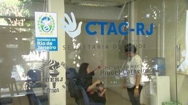 Centro de Tratamento de Anomalias do Crânio, no RJ, sofre com falta de repasses - O Centro de Tratamento de Anomalias do Crânio e da Face tem sofrido com a falta de repasse verbas. A unidade, que funciona na Uerj, é referência no tratamento de várias enfermidades e recebe pacientes de todo o Brasil.