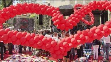 Ação do Coração 2015 - Faltam menos de dois meses para a Ação do Coração. As oficinas pra confeccionar os corações que vão cobrir a praça Mauá, em Santos, já começaram.
