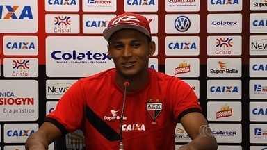 Pedro Bambu se destaca na temporada do Atlético-GO - Além da vontade em campo e da simplicidade fora, volante tem sido importante nas assistências.