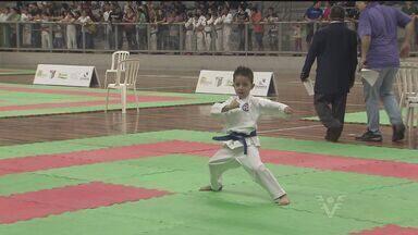 Santos recebe torneio de caratê - Competição foi realizada na Arena Santos.