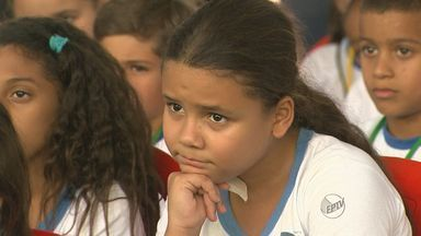 Crianças se divertem e aprendem na Feira do Livro de Ribeirão - Evento oferece programação especial para alunos das escolas municipais.