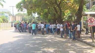 Movimento grevista da Ueap faz protesto em frente ao palácio do governo - O movimento grevista da Universidade Estadual do Amapá protestou em frente ao palácio do governo nesta terça-feira.