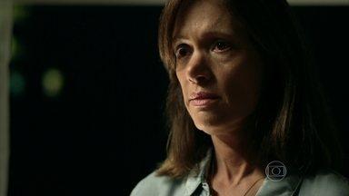 Darlene aconselha Angel a não fazer nada ilegal - Professora afirma que se descobrir algo errado contará tudo para Hilda e Carolina