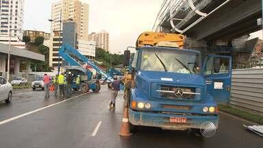 Máquinas quebram em obra do metrô e trânsito fica complicado na Avenida Bonocô - Segundo as informações, uma pane elétrica pode ter causado o problema.