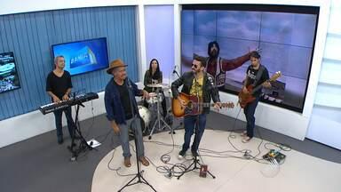 """Raul Seixas é homenageado no BMD; Marcos Clemente e a banda Arapuka tocam grandes sucessos - Se estivesse vivo, o """"Maluco Beleza"""" completaria 70 anos no domingo (28)."""