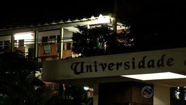 Diretor jurídico de universidade de Vassouras, RJ, esclarece reclamação de alunos - Estudantes têm enfrentado problemas com contrato do Fundo de Financiamento Estudantil, o Fies.