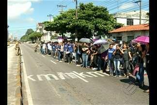 Alunos protestam na avenida Almirante Barrosos - Trânsito ficou complicado.