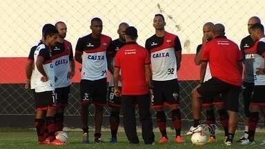 Atlético-GO recebe o Paraná no Serra Dourada para se reabilitar - Dragão tenta voltar a vencer na Série B e se afastar do Z-4