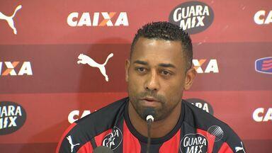 Vitória apresenta mais um reforço para a série B do Brasileiro - O atacante Robert é o atual artilheiro do campeonato.