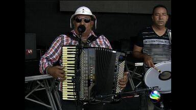 Erivaldo de Carira é uma das atrações do Forro Caju - Erivaldo de Carira é uma das atrações do Forro Caju
